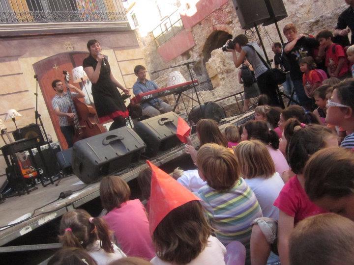 Les Tecletes organitzen cada any per Santa Tecla un concert infantil. El 2011 els protagonistes van ser anna roig i l'ombre de ton chien