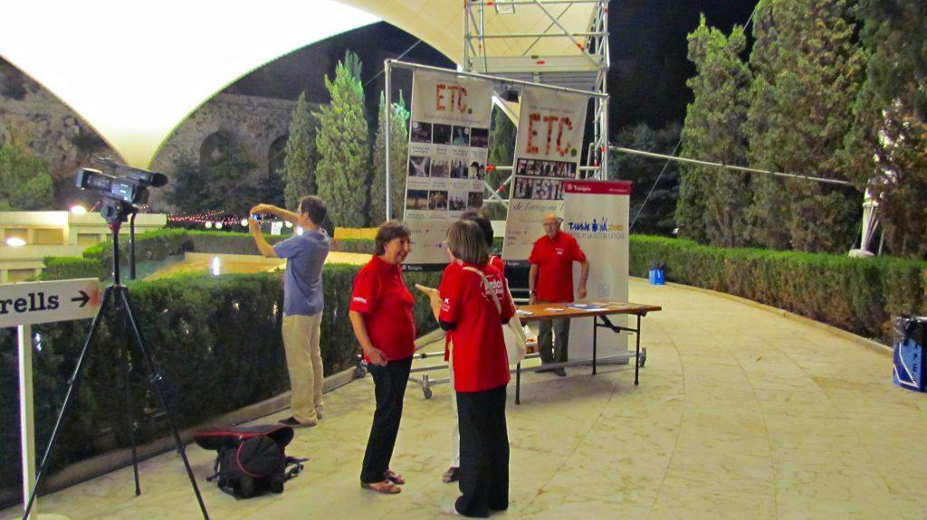 La parada d'informació del Festival ETC durant el concert de la Banda