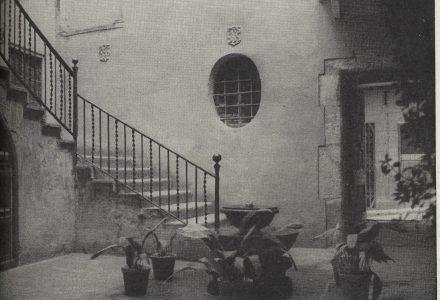 El Pati de l'Antic Ajuntament a mitjan segle XX