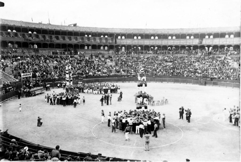 Perspectiva de la plaça de toros de Tarragona en el Concurs 1932. Foto: Arxiu dels Xiquets de Tarragona