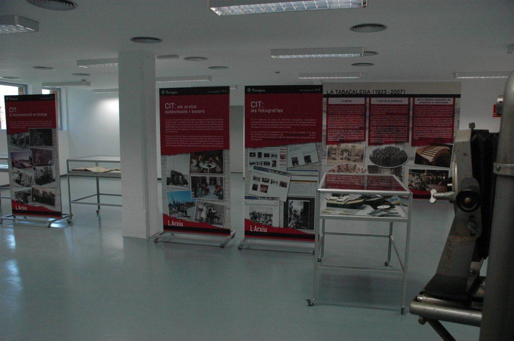 Vestíbul i sala d'exposicions de L'Arxiu