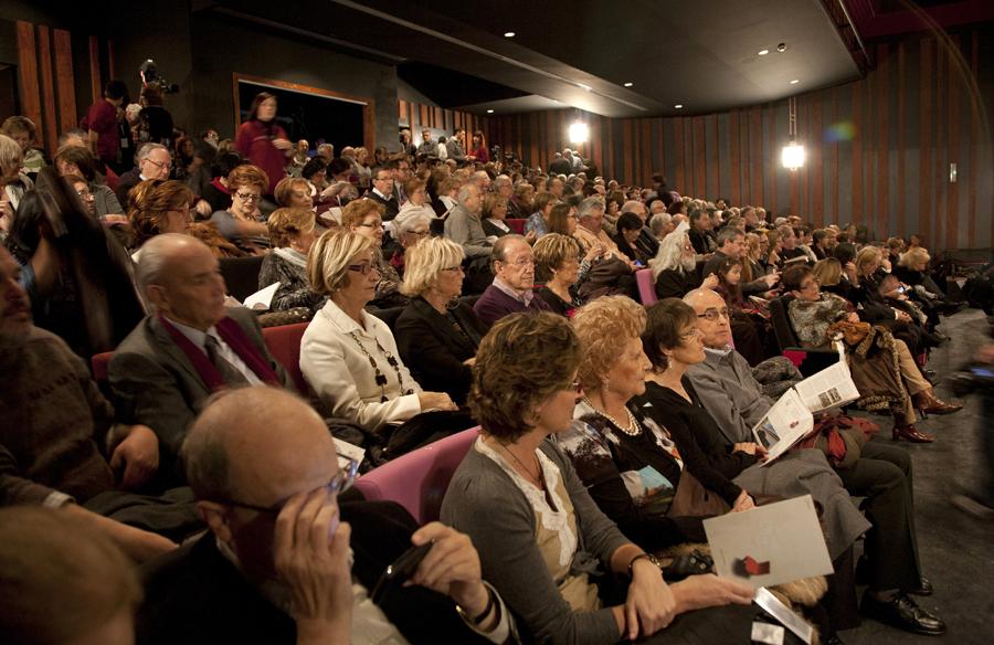 La platea del Teatre Tarragona plena instants abans de començar l'espectacle inaugural de l'equipament.jpg