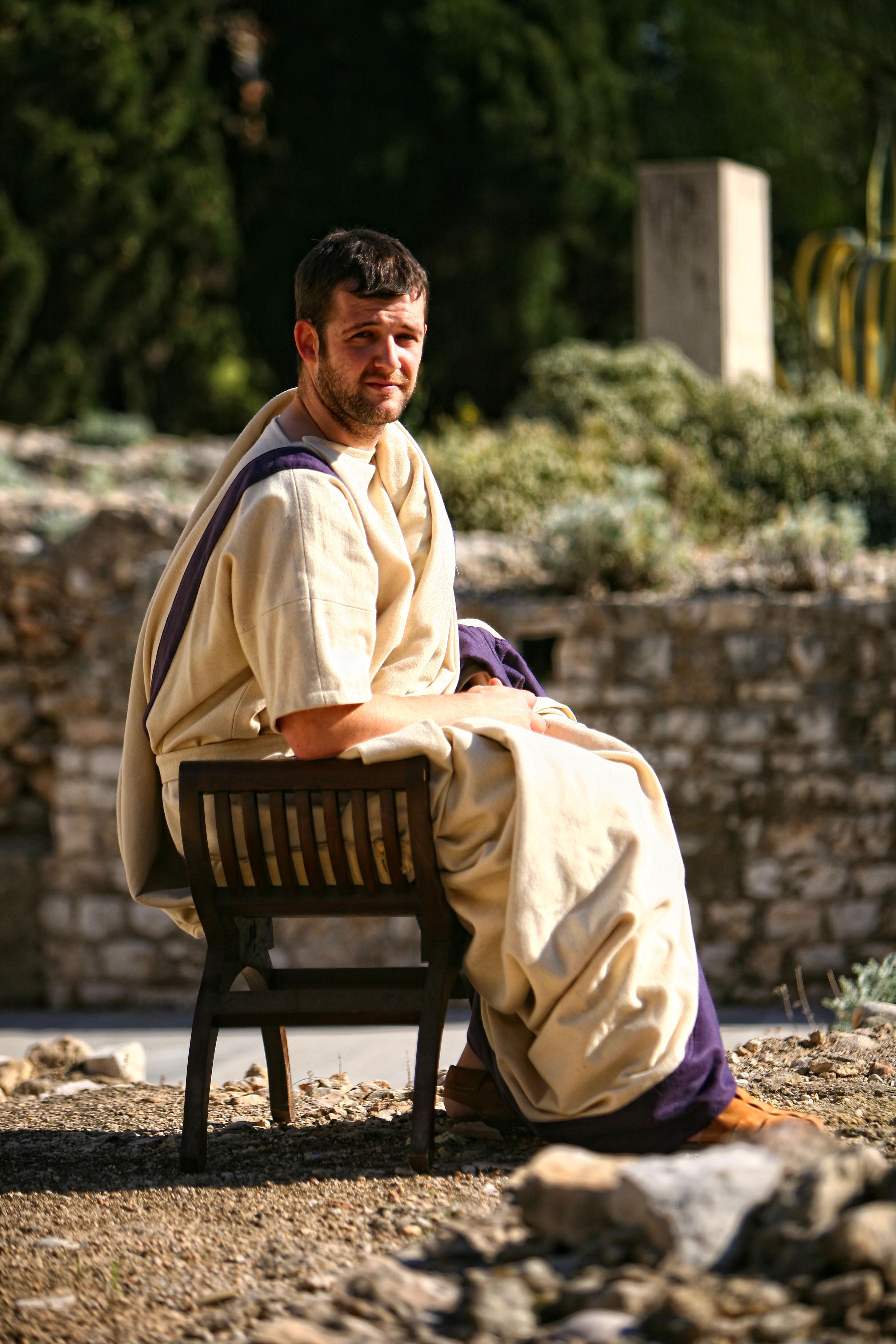 Col·laborador de Nemesis vestint de ciutat romà participant en un espectacle de reconstrucció al Fòrum de la Colònia. Foto: Manel R. Granell, Tarraco Viva