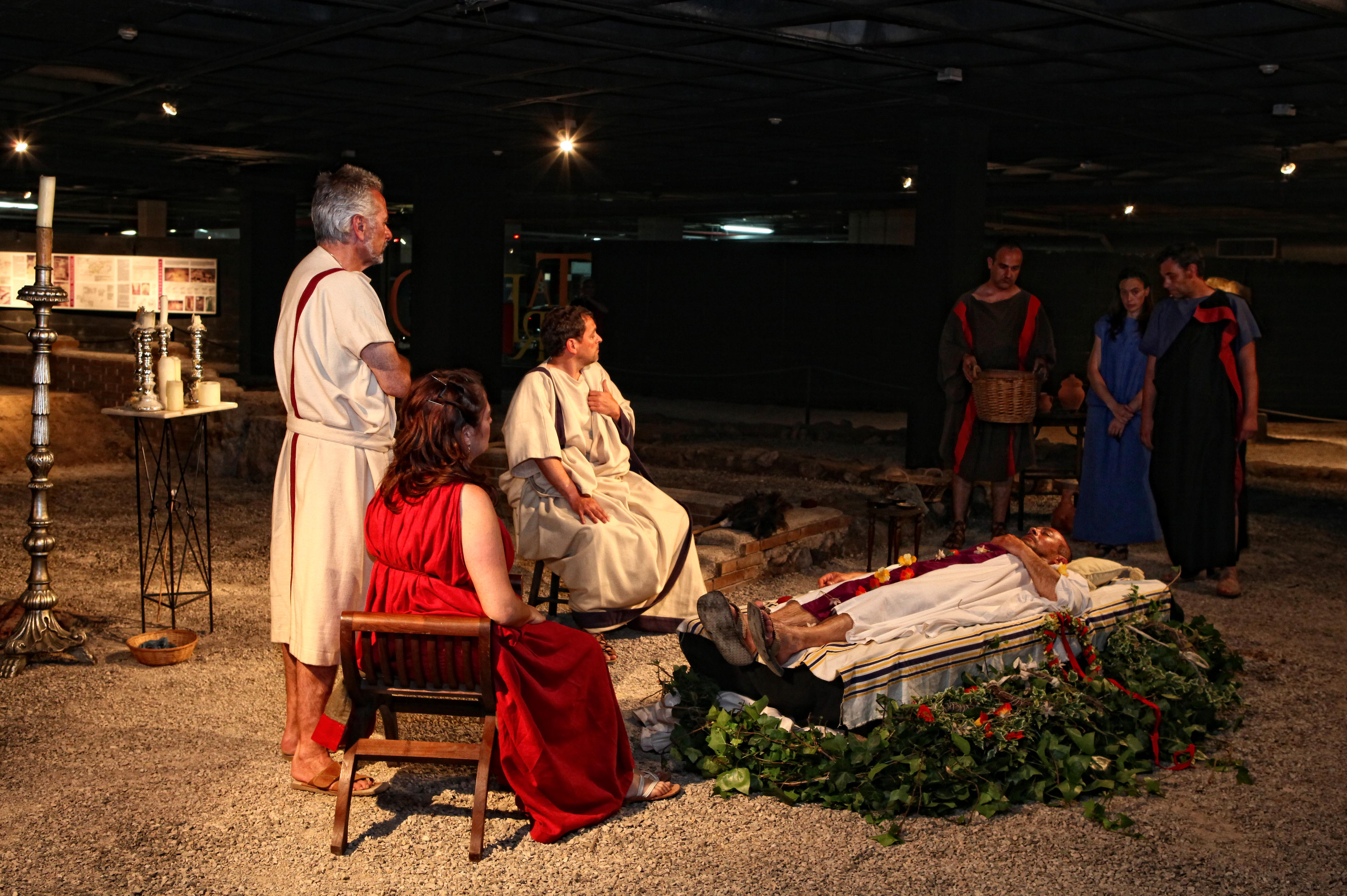 En aquests darrers anys Nemesis ha organitzat múltiples propostes per Tarraco Viva, com la recreació d'un enterrament. Foto: Manel R. Granell, Tarraco Viva