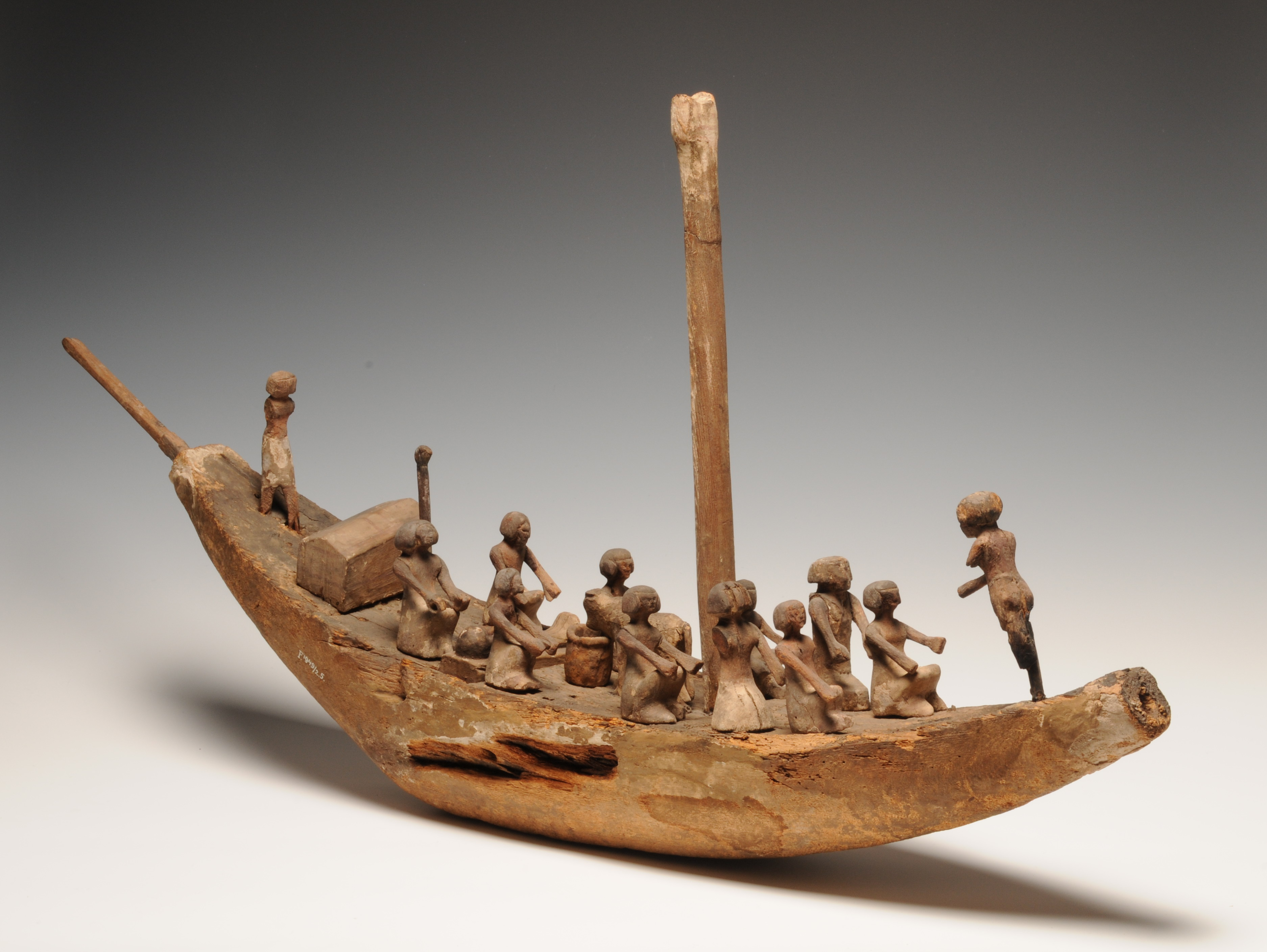 Maqueta de barca funerària. 2040-640 aC. Peça sencera © RMO