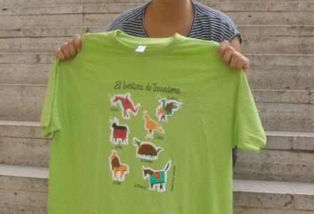 Elisabet Díez, Anduluplandu, presenta enguany aquesta samarreta amb il·lustracions del Bestiari de Tarragona