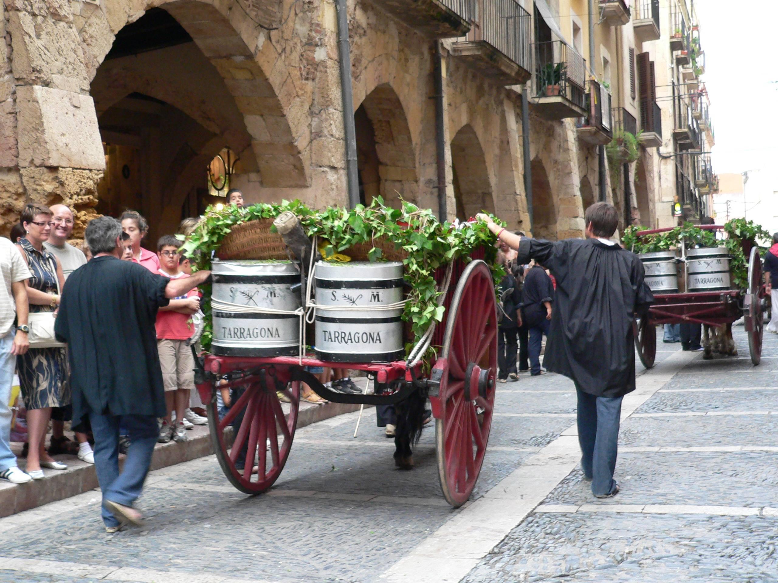 Els carros arriben al carrer Merceria - Foto Portants de l'Aigua