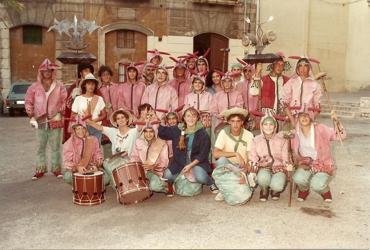 El Ball de Diables de Tarragona per Santa Tecla de 1985. Foto cedida pel Ball de Diables de Tarragona