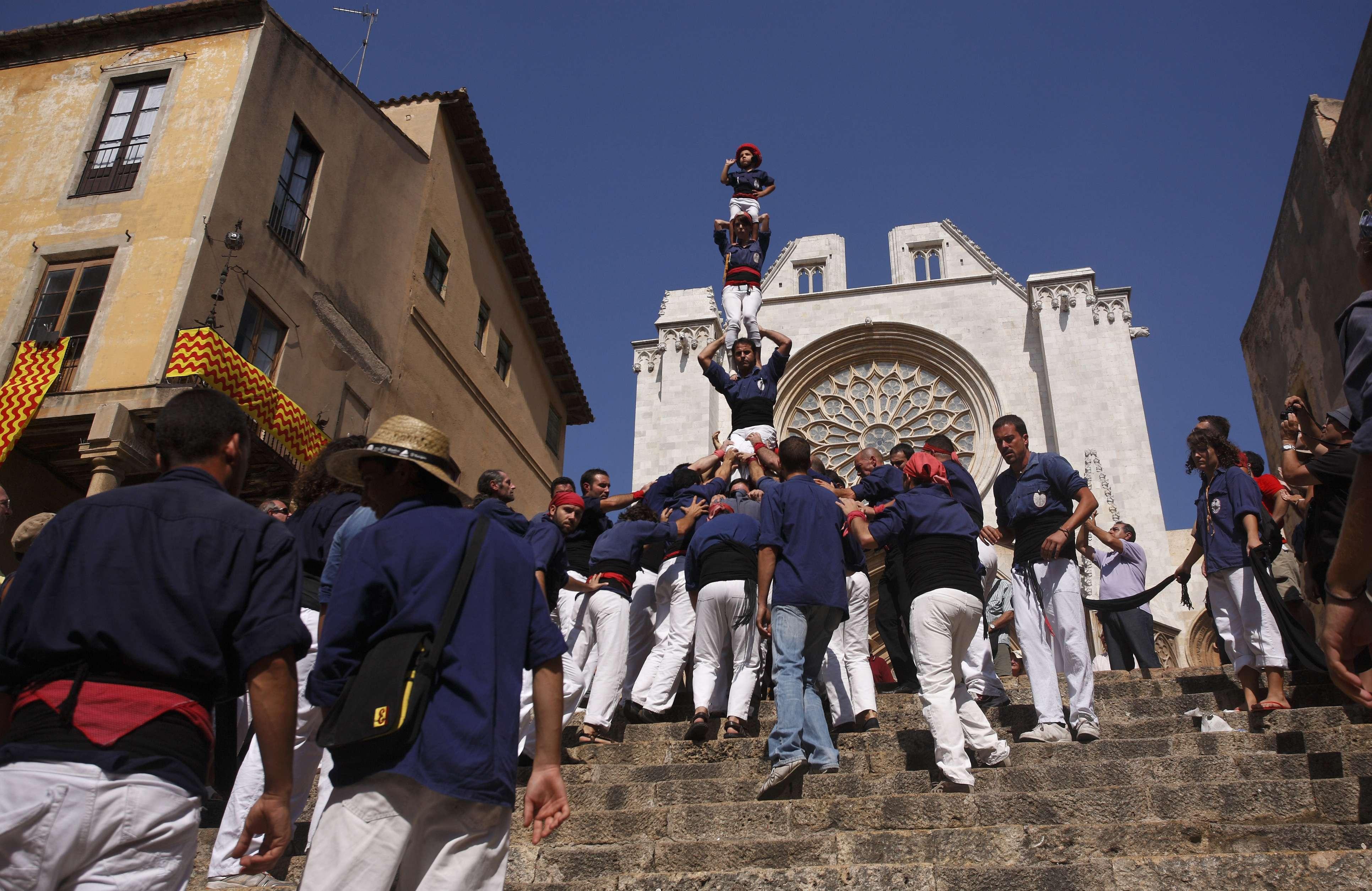 Els Xiquets del Serrallo baixant el pilar de la Mercè l'any 2009. Foto Montse Riera