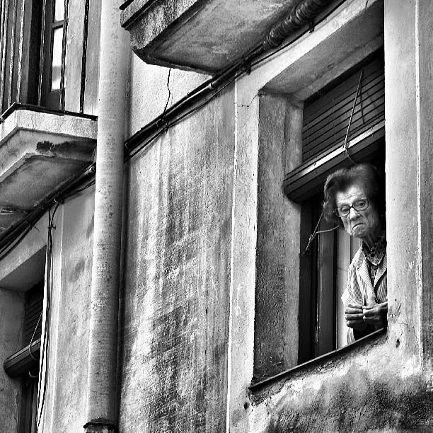 David Folch - Guaitant per la finestra; Tarragona Carrer Ventallols