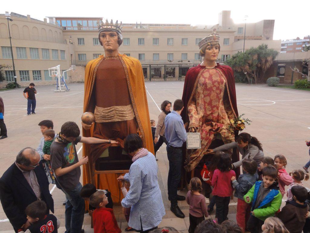 Els alumnes més petits del Sagrat Cor es van acomiadar, de ben a prop, amb els seus gegants
