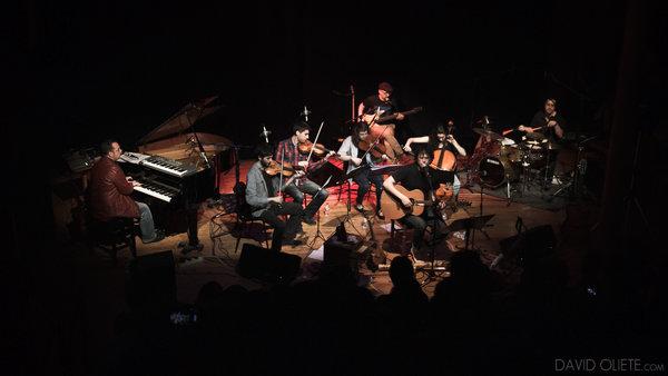 Roger Benet va estrenar algunes cançons de 'Ciutòpolis' a l'abril al Magatzem. Foto David Oliete