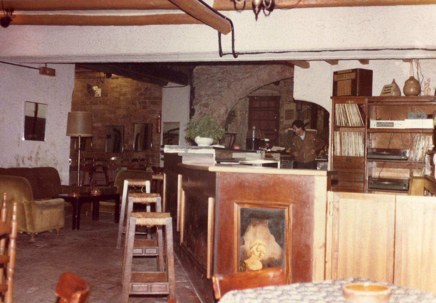 Imatge dels primers anys del local de Poetes. Imatge cedida per Antoni Torrell i Joaquim Martín