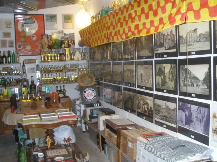 El traster de Rafael Vidal acull centenars d'objectes de col·leccionista, documents i fotografies de Tarragona