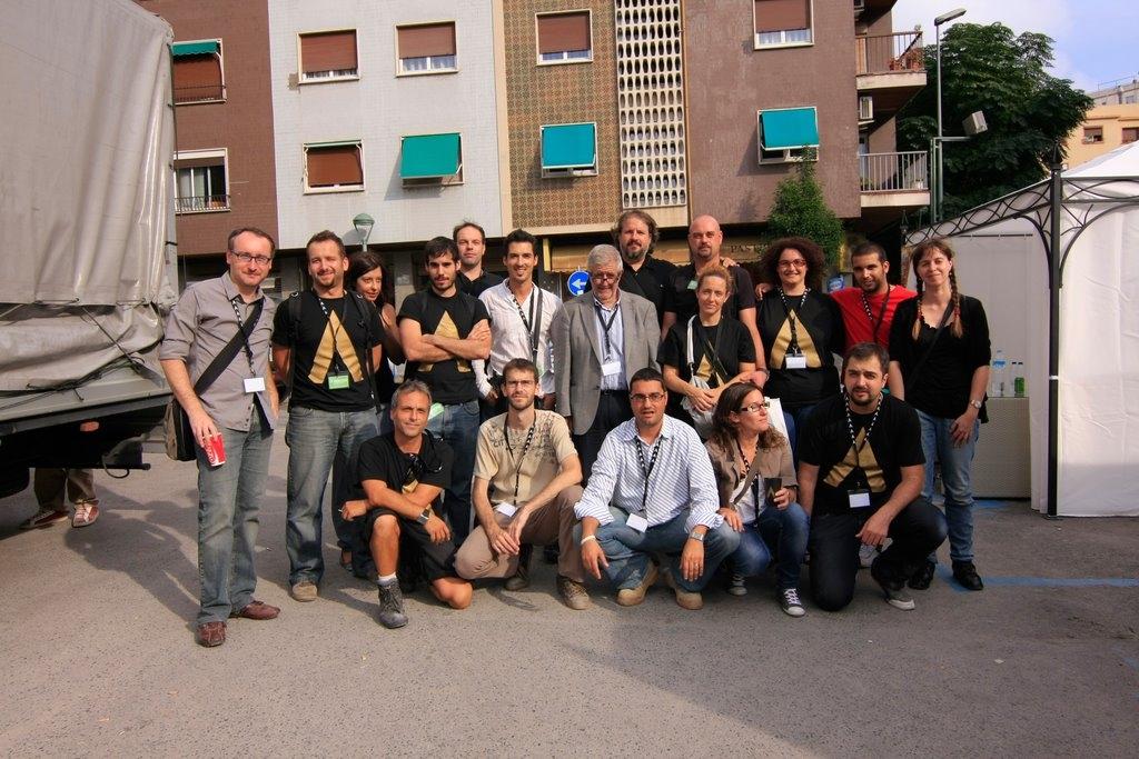 Foto de família de treballadors del Concurs de Castells de 2010. Foto: Inside Consultores