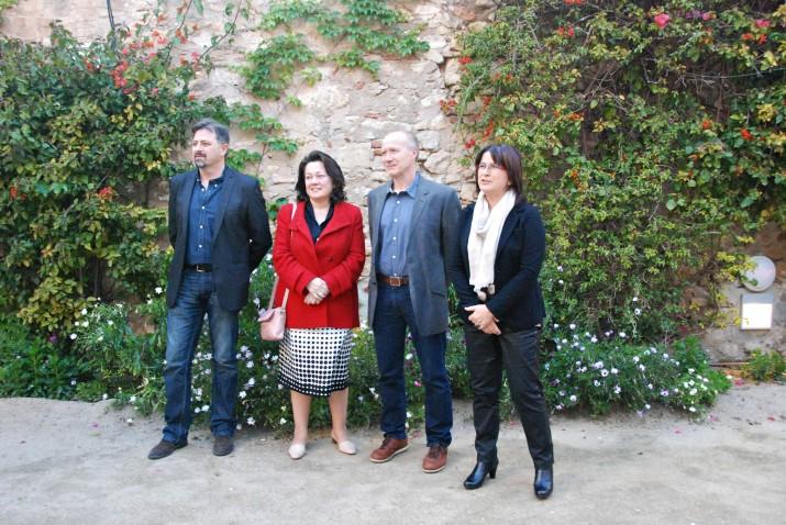 Els guanyadors del premis lietaris de 2013 al jardí del Metropol amb la regidora Carme Crespo, a la dreta. Foto Teresa León