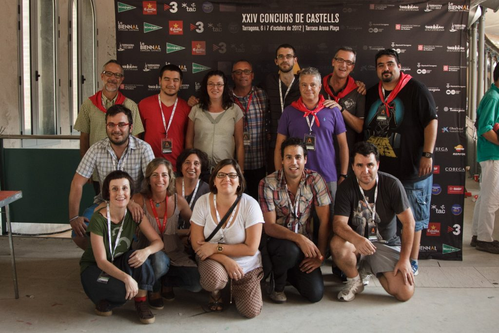 Foto de família de treballadors del Concurs de Castells de 2012
