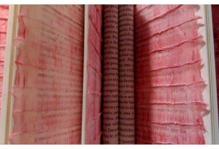 """Exposició """"Penjar d'un fil"""", de Dolors Puigdemont. Foto de Dolors Ayxendri"""