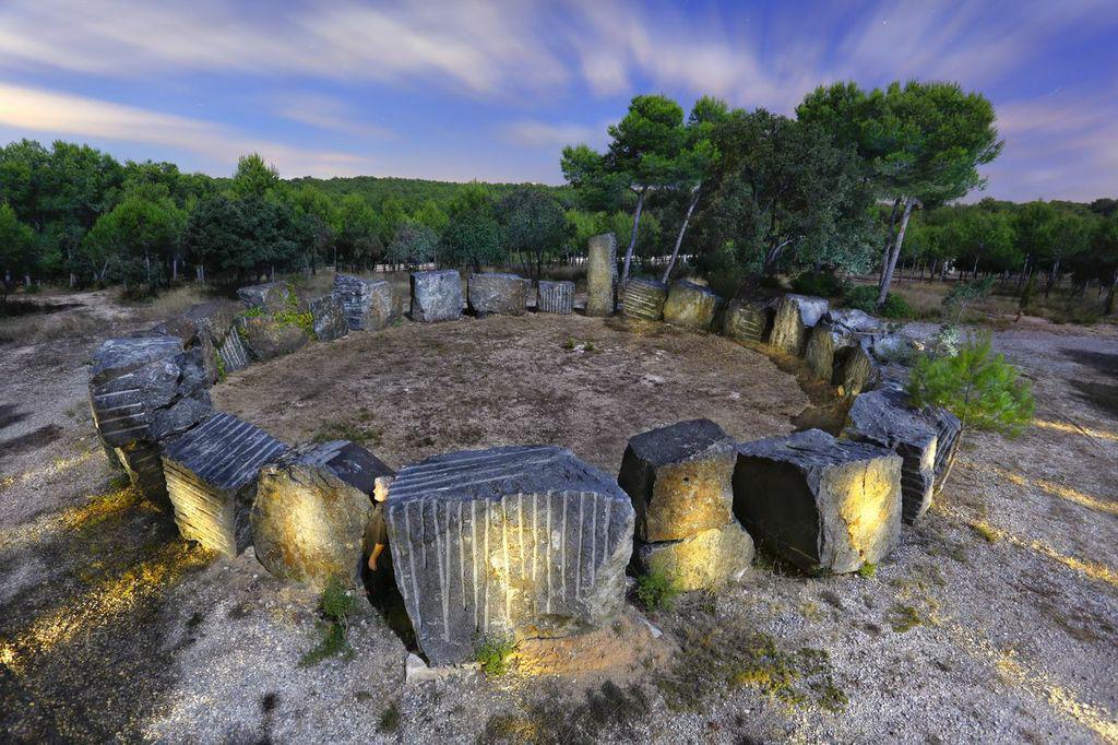 Anell de pedra a la Comella. Foto de Lluís Vives