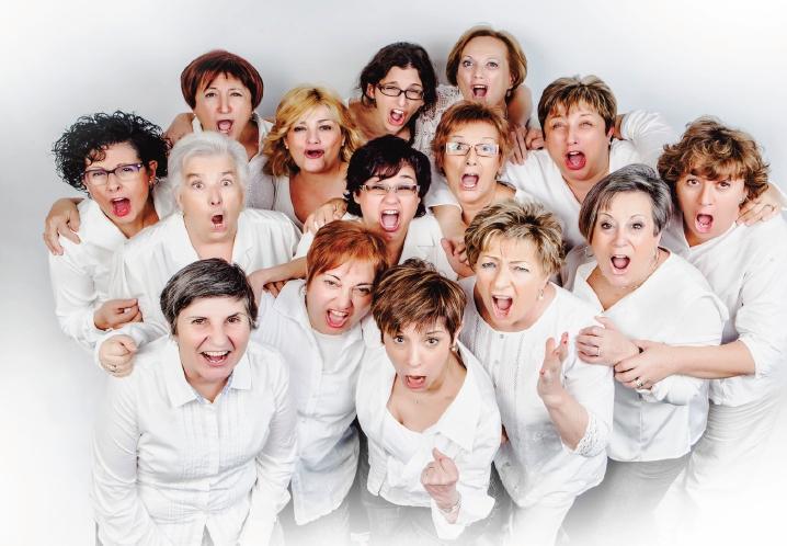 Les actrius integrants de la companyia tarragonina 45 RPM
