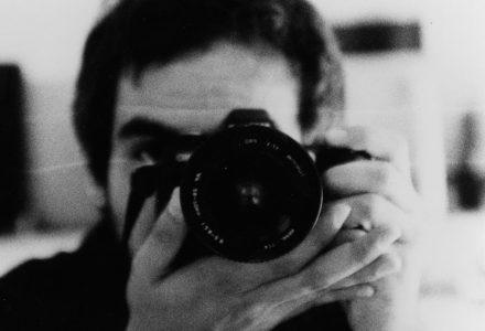 Autoretrat d'Adrià Borràs amb Nikon F80