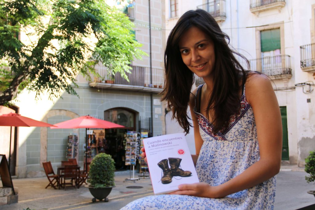 Ana María Caballero amb el seu llibre