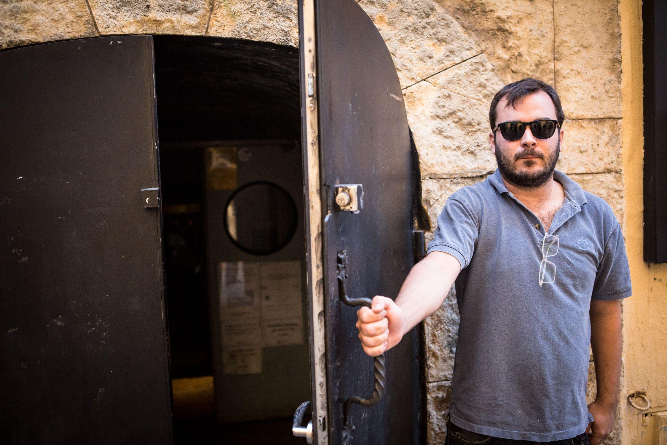 Jordi Viñolas a la porta del Cau. Foto David Oliete.
