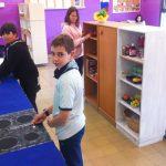 Convertir una classe en un pis hiperrealista amb vistes al mar