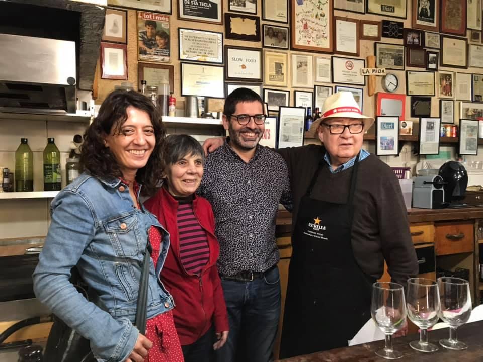 Al bar amb la família. Foto: Elena Rico
