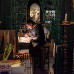 Casa Corderet, gairebé 270 anys venent espelmes des del número 17 del carrer Merceria