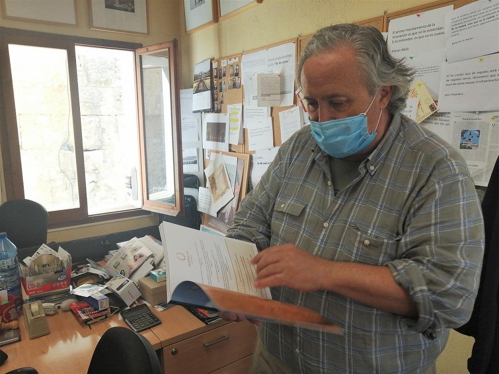 El director del festival, Magí Seritjol, al seu despatx de la casa Sefus, al Pallol.