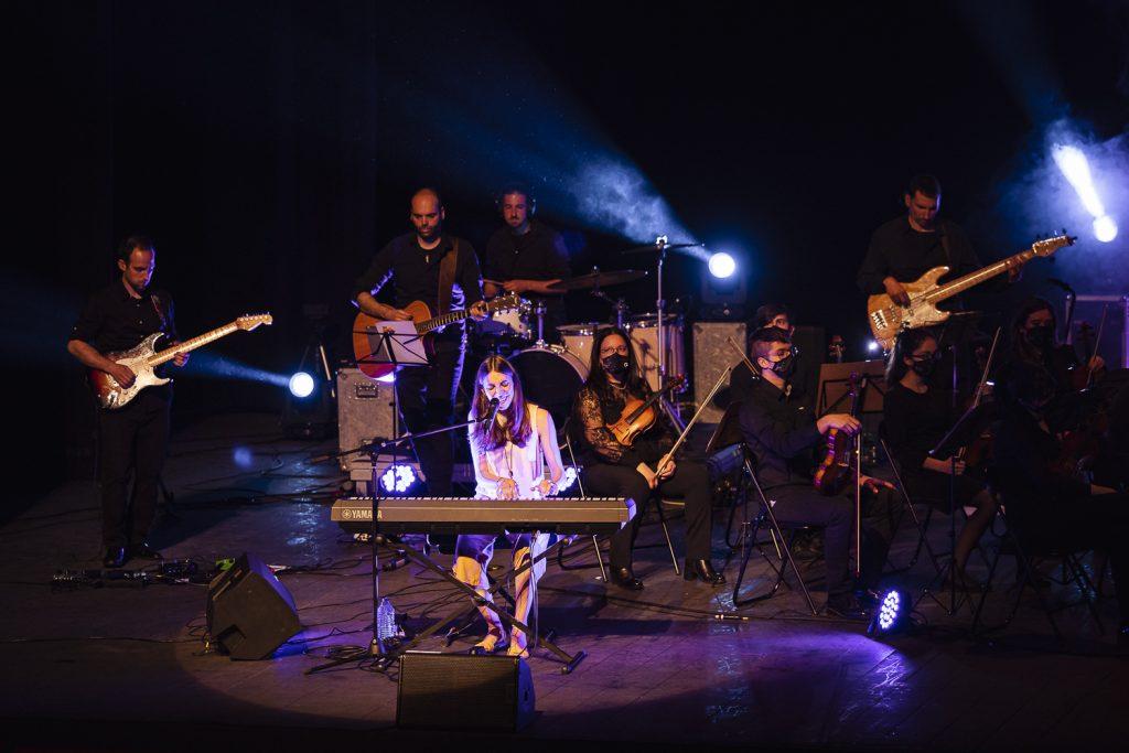 Anna D'ivori cantant al Teatre Tarragona