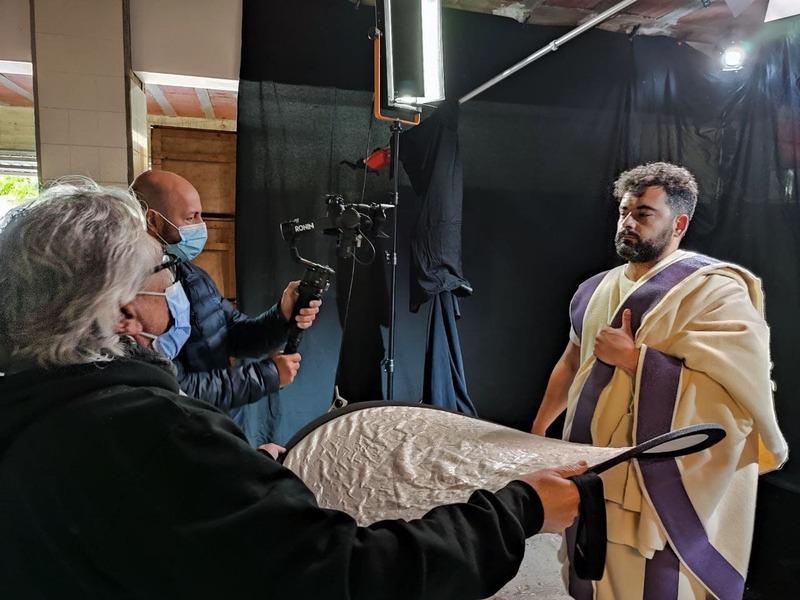 Un dels actors a l'audiovisual de Villar, darrere l'escena.