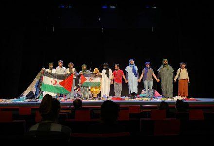 Actrius i actors Teatre Tornavís actuant